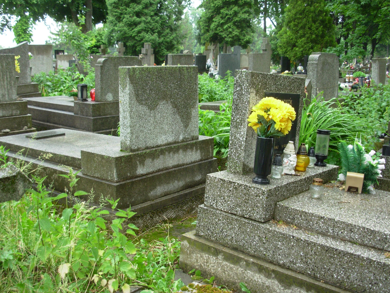 upratovaci servis simona cistenie hrobov